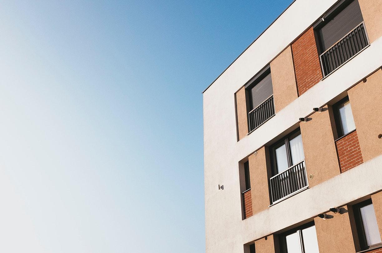 不動産投資の、プロ新成トラストが、マンション購入前と購入後にやるべきことについてご説明します。